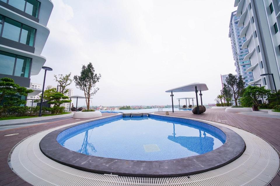 Bể bơi vô cực rộng 500m2 trên tầng 5 chung cư The Zen Residence